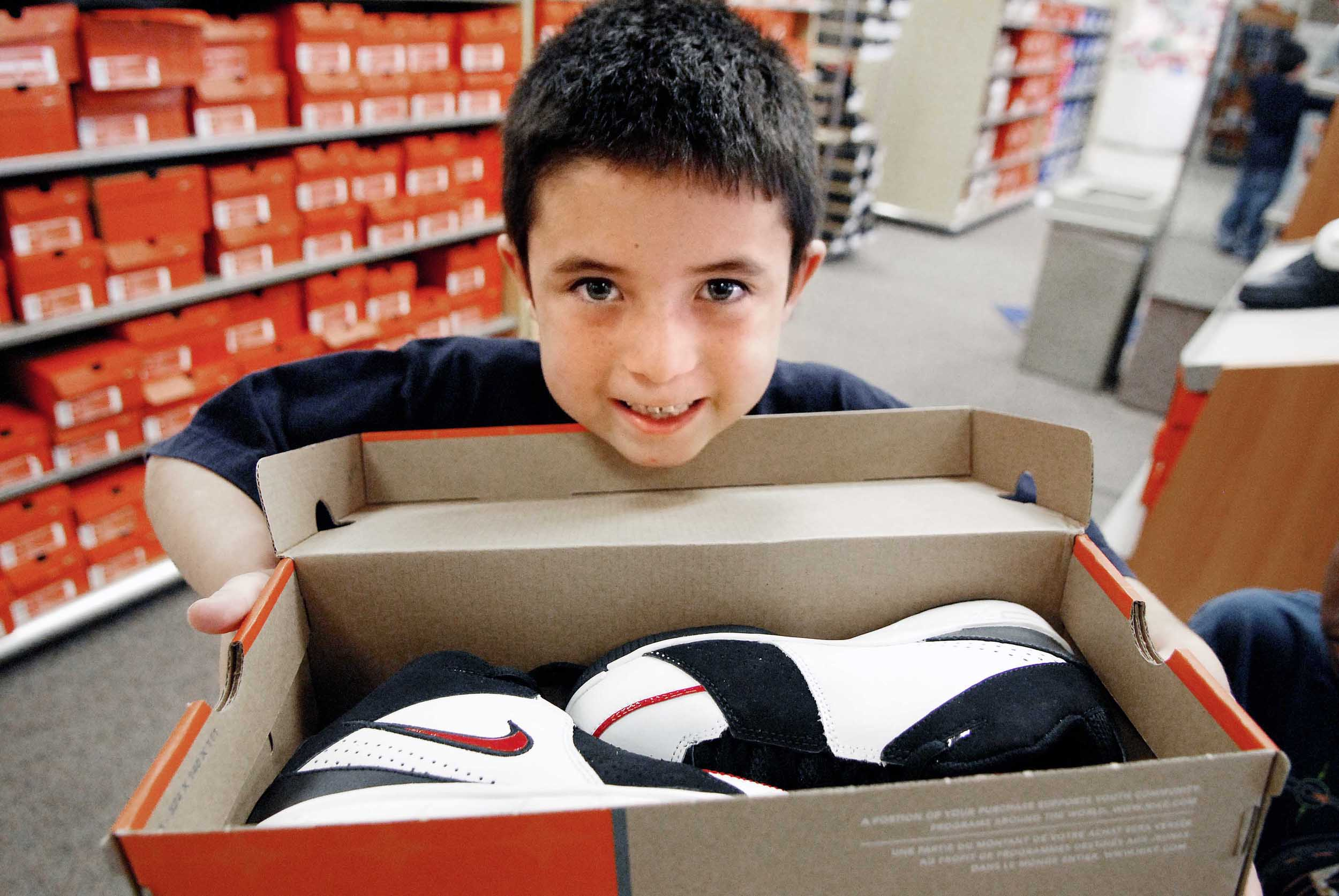Sandia fits needy kids with new shoes for Christmas - December 14 ...